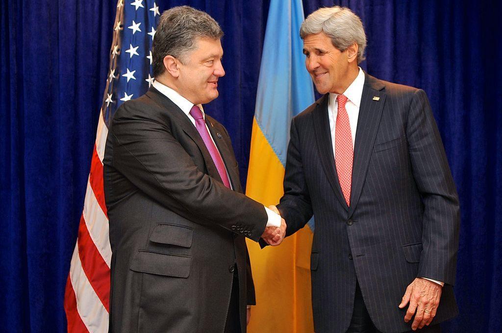 As CD Media Breaks Corruption News On Former Ukrainian President Petro Poroshenko, A Convoy Of Trucks Empties His Palace Of His Property, Confidants Arrested, Flee